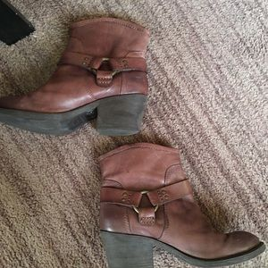 Lucky Brand boots ankle with small heel brown SZ 7